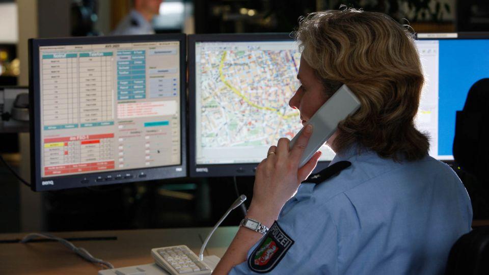 Annahme Eines Notrufs Auf Einer Einsatzleitstelle Der Polizei